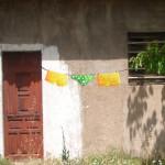 graffiti barceloma street art tenderete de ropa